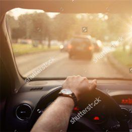 Обучает водителей категории